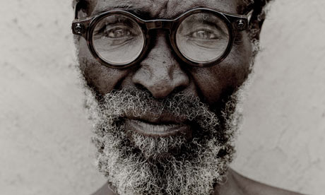 a-zulu-man-wearing-adaptive-glasses-potograph-michael-lewis