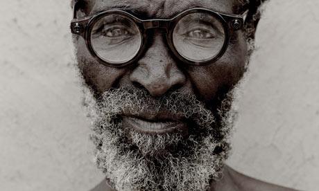 a-zulu-man-wearing-adaptive-glasses-potograph-michael-lewis